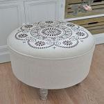 duzy-okragly-stolek-haftowane-siedzisko-12369